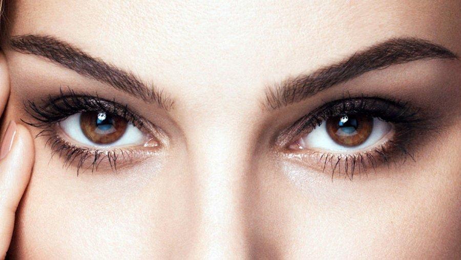 Карие глаза у девушки