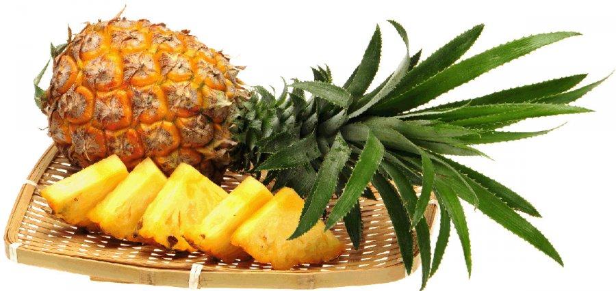 Спелый ананас к праздничному столу