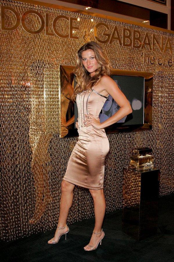Топ-модель Жизель Бюндхен, фото в платье