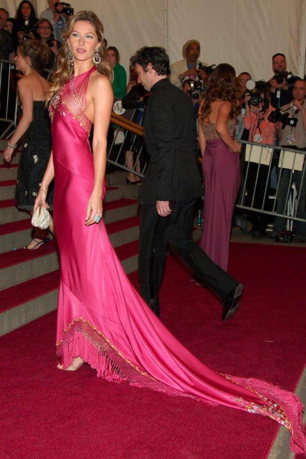 Длинное розовое платье, фото