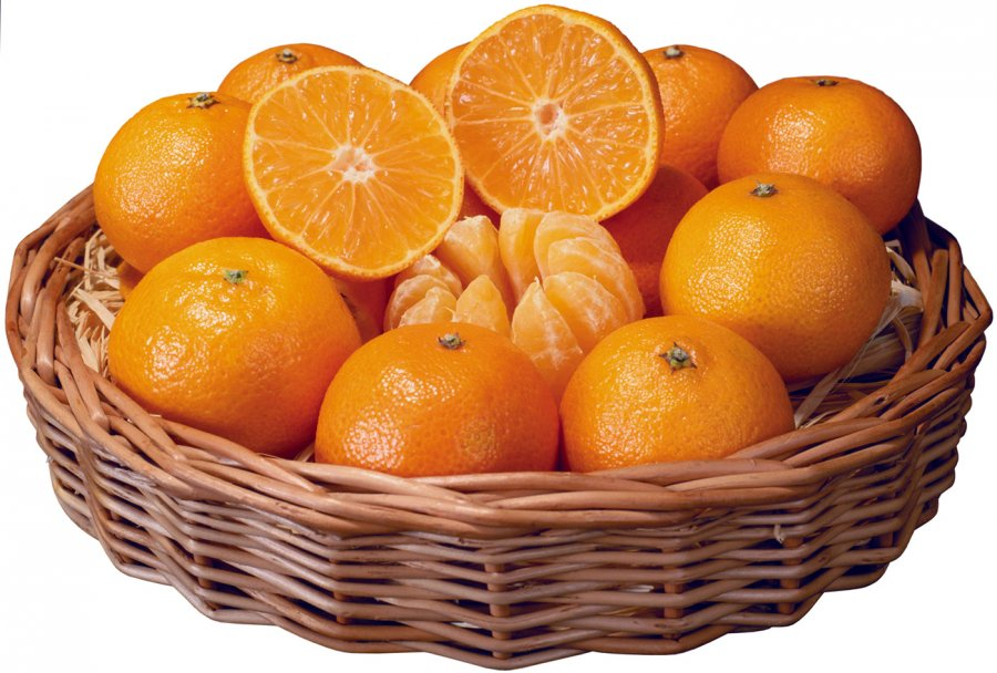 Корзинка со свежими апельсинами