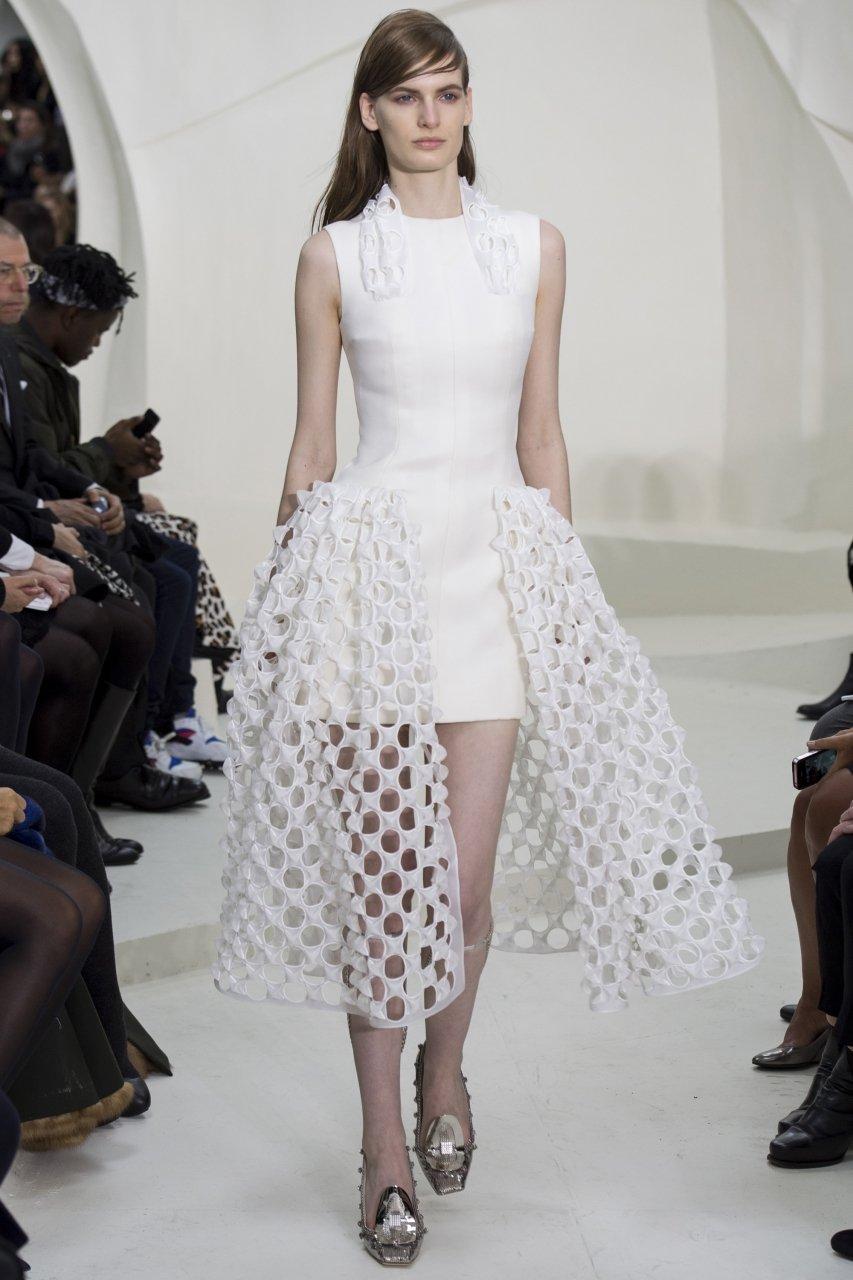 993b2700042f Фото сверху Armani Prive Два платья снизу Christian Dior Белое платье  весна-лето 2014
