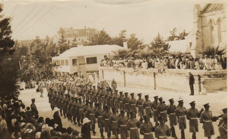 Военные в бермудских шортах