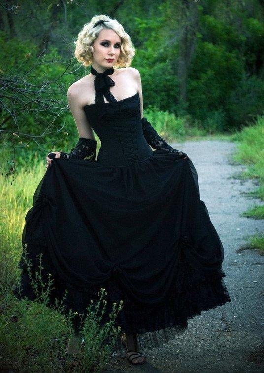 Девушка в готическом стиле