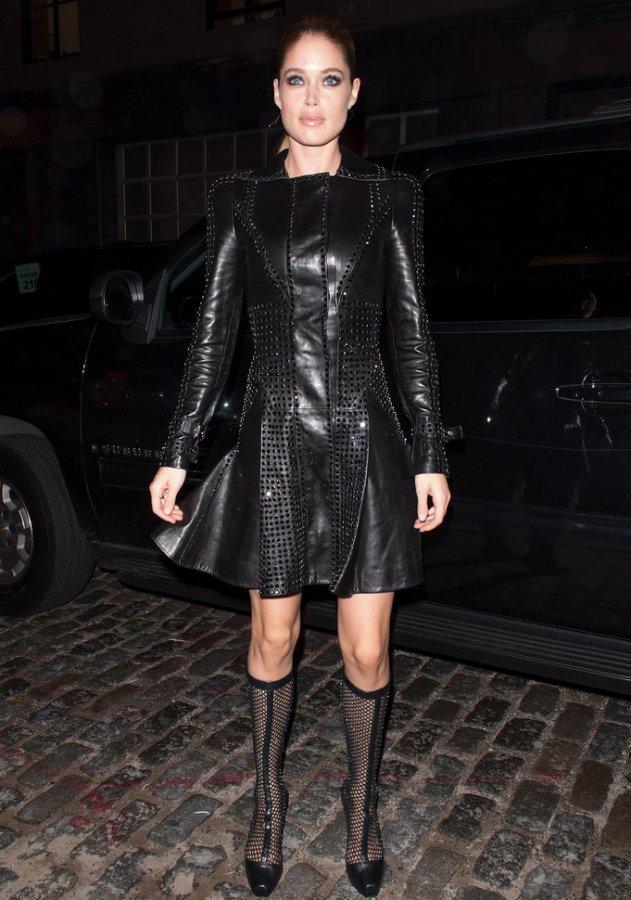 Короткое платье из кожи Versace