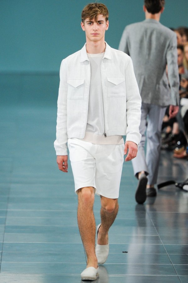Мужчина в шортах и мужские шорты 2014