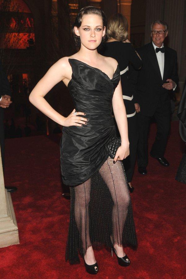 Черное платье Кристен Стюарт