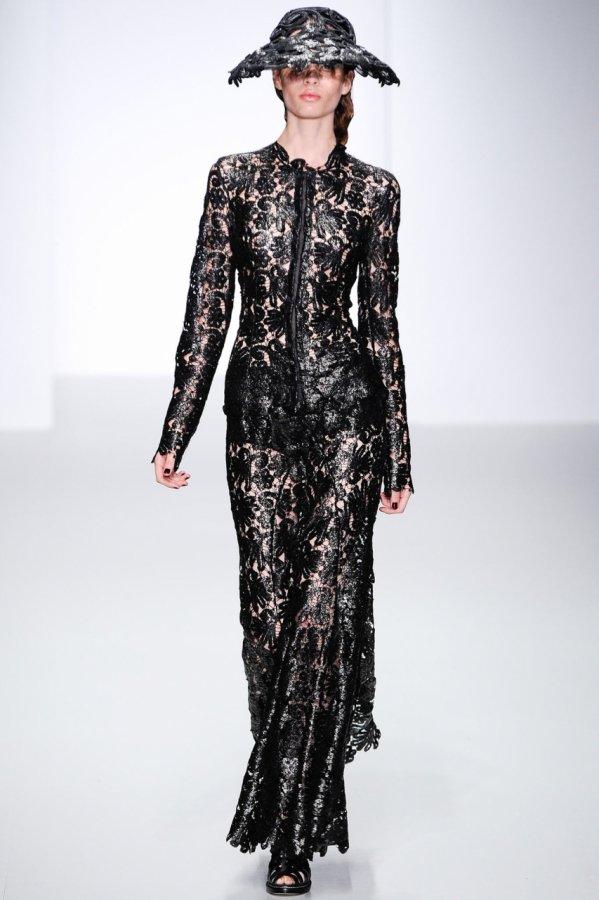 Черное кружевное платье 2014