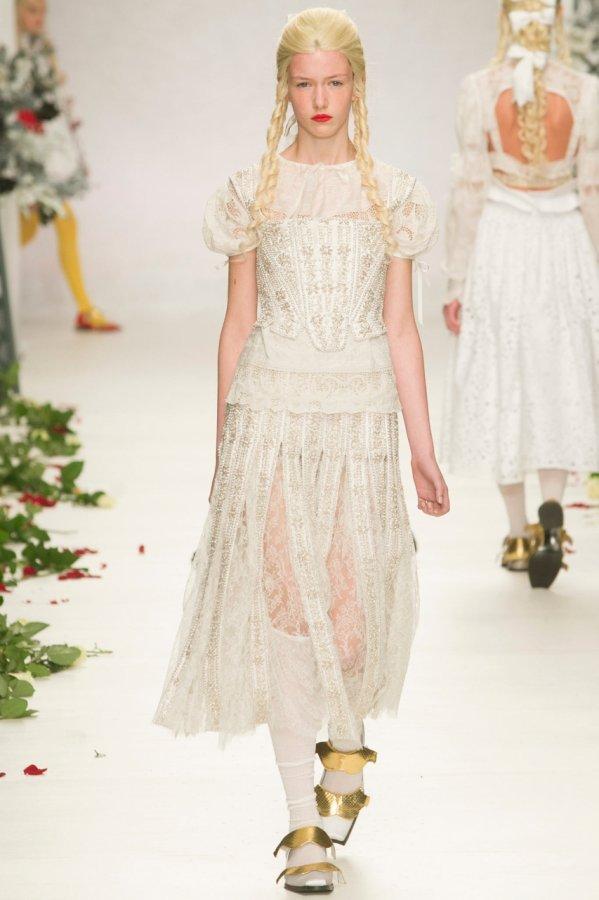 Белое кружевное платье 2014