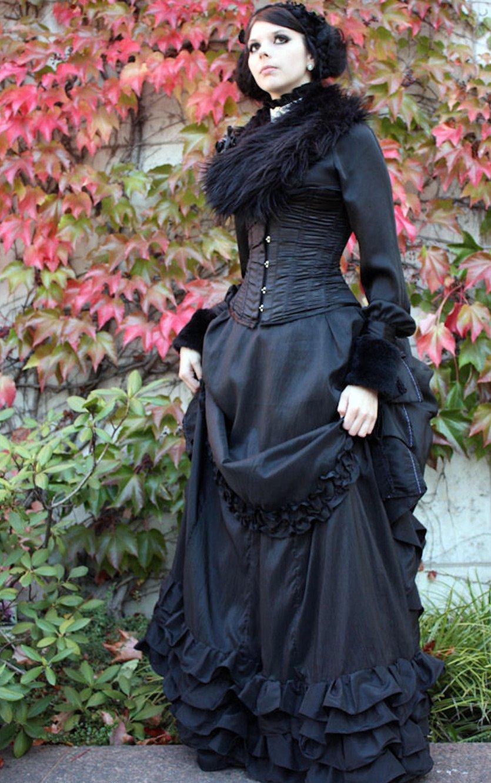 Девушки готических платьях