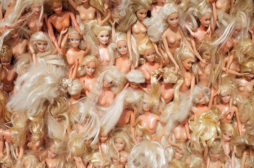 Инсталляция из Барби