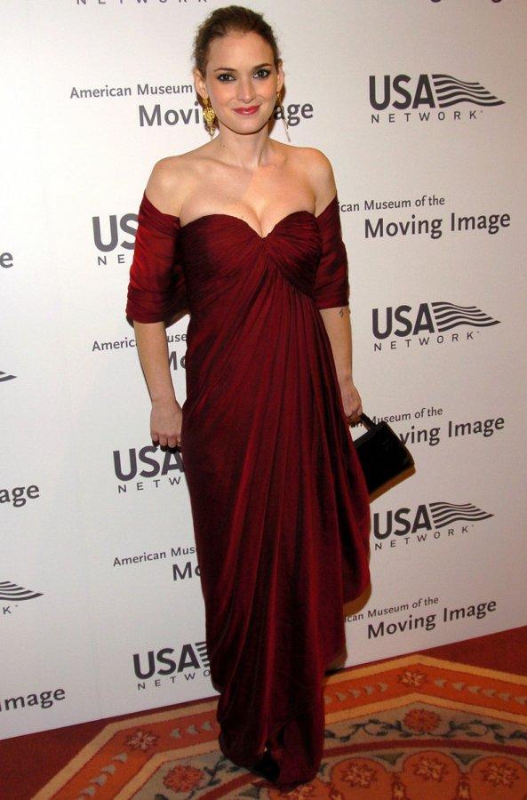 Темно красное платье