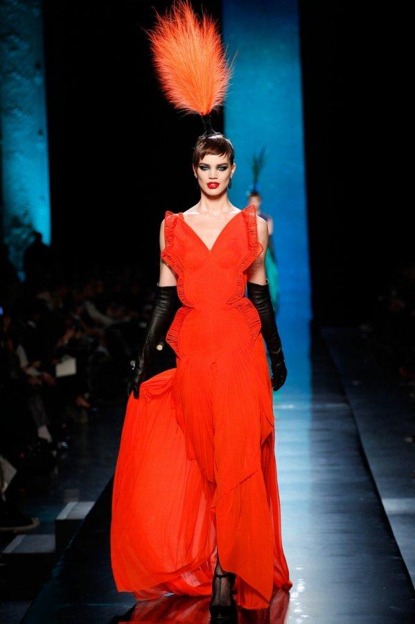 Красное платье из коллекции Jean Paul Gaultier