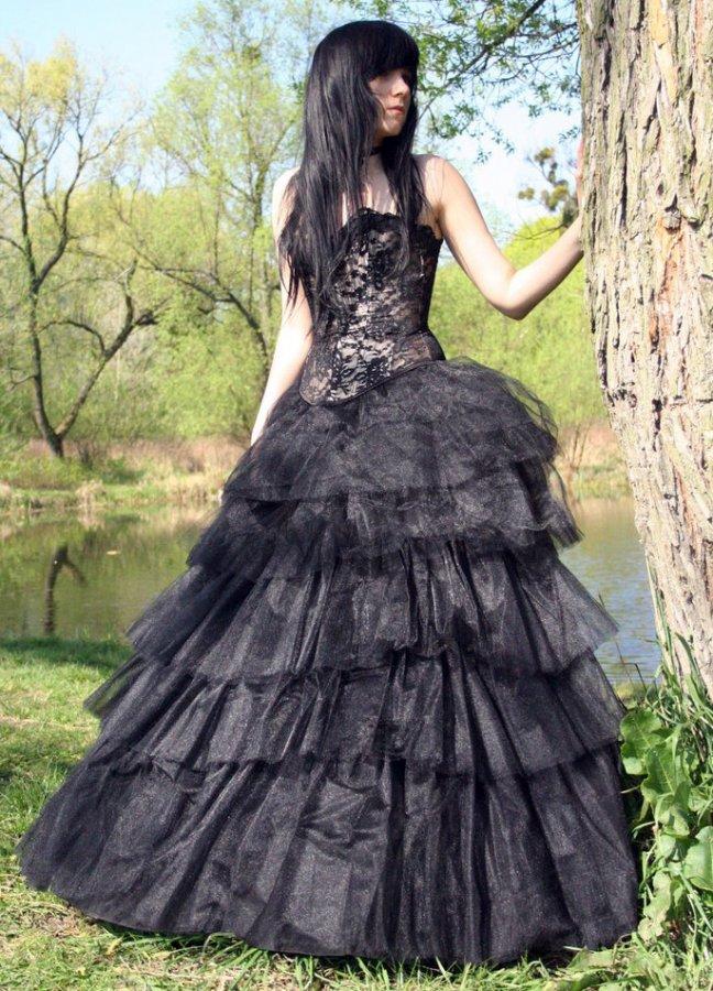 Готическое пышное платье