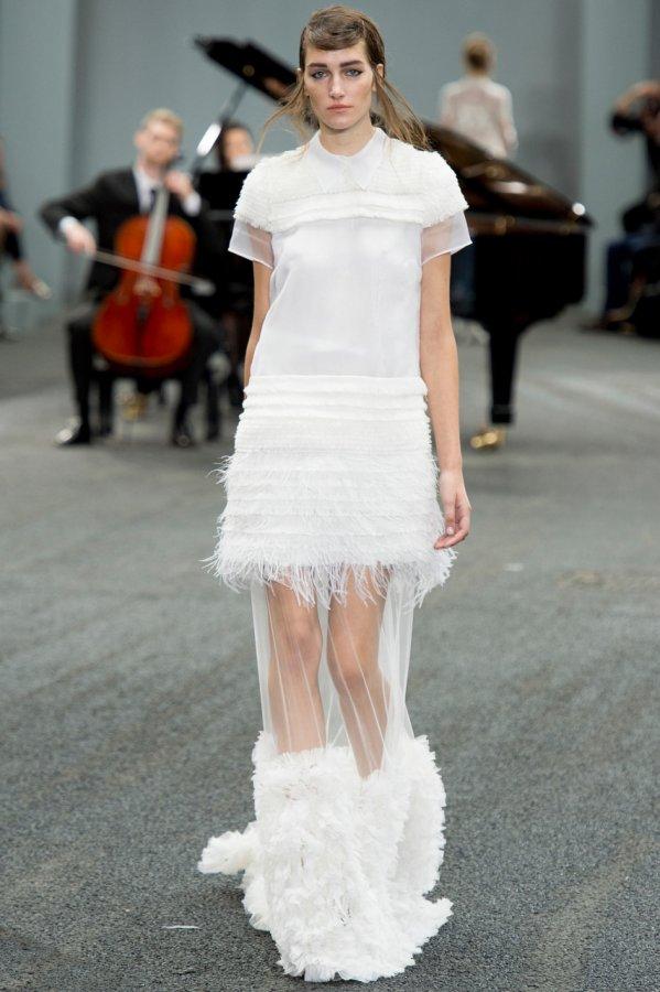Платья с воротничком от Erdem
