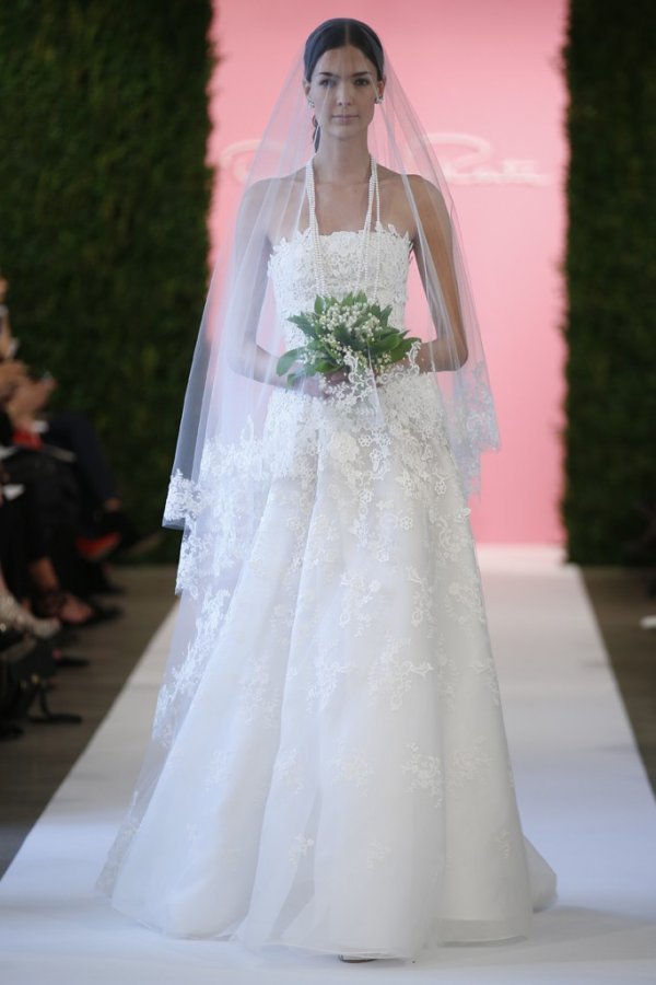 Кружевное свадебное платье, фото