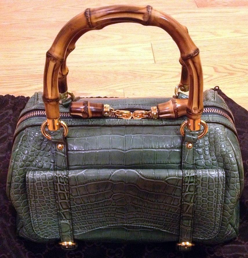 e9b2bee1581a Сумка из змеиной кожи обойдется вам в половину цены от сумки из  крокодиловой кожи.