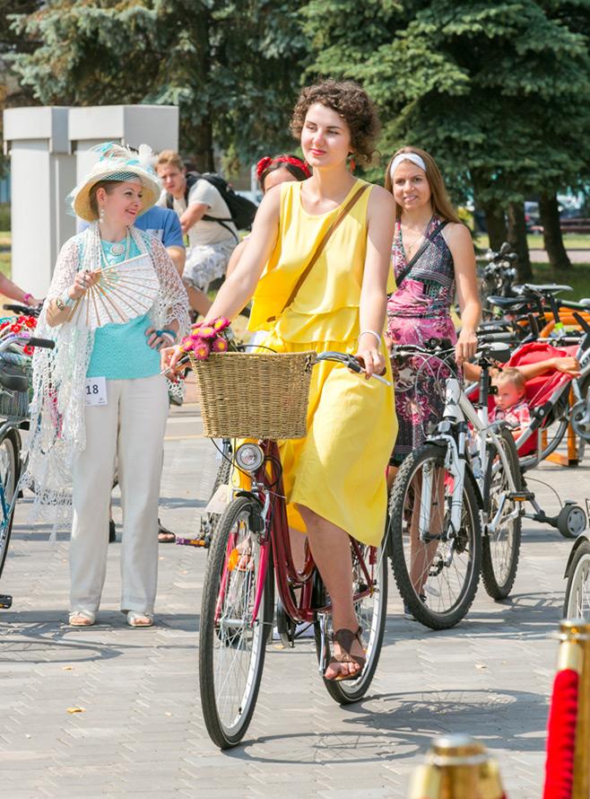 Стильные велосипедистки
