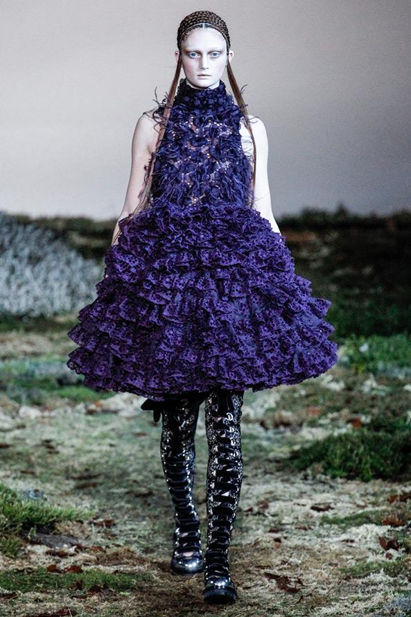 Фиолетовое платье Alexander McQueen