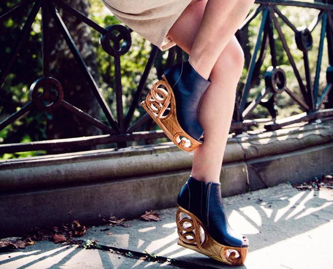 Обувь на деревянной танкетке