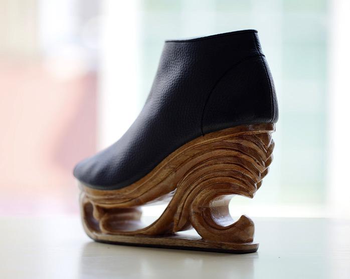 Женская обувь на деревянной платформе