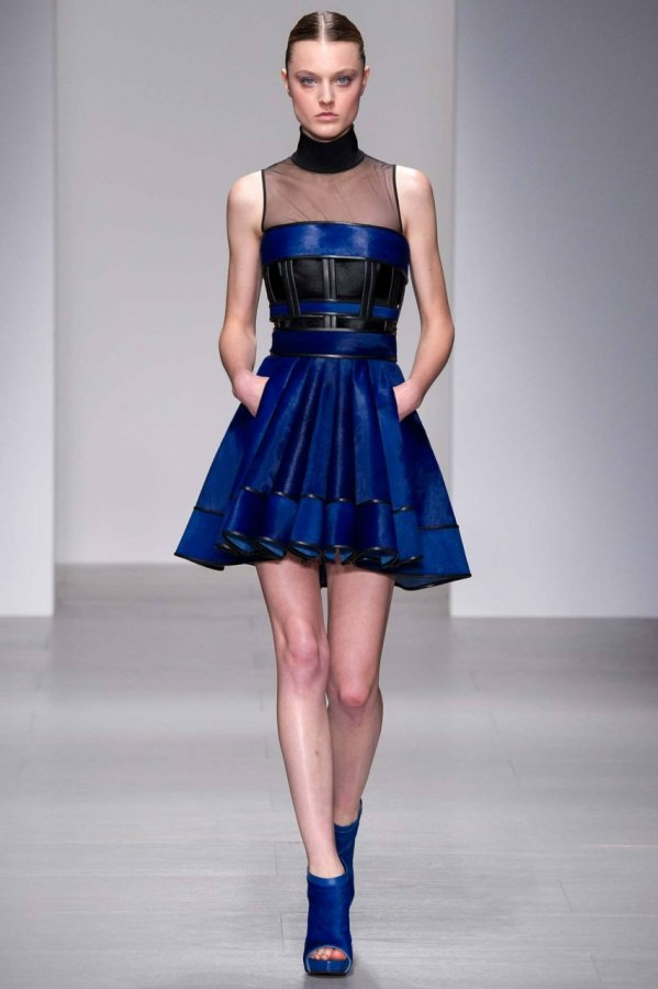 Красивое платье David Koma