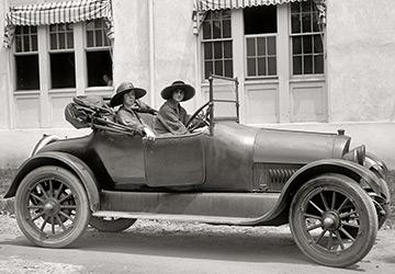 Винтажные авто и девушки