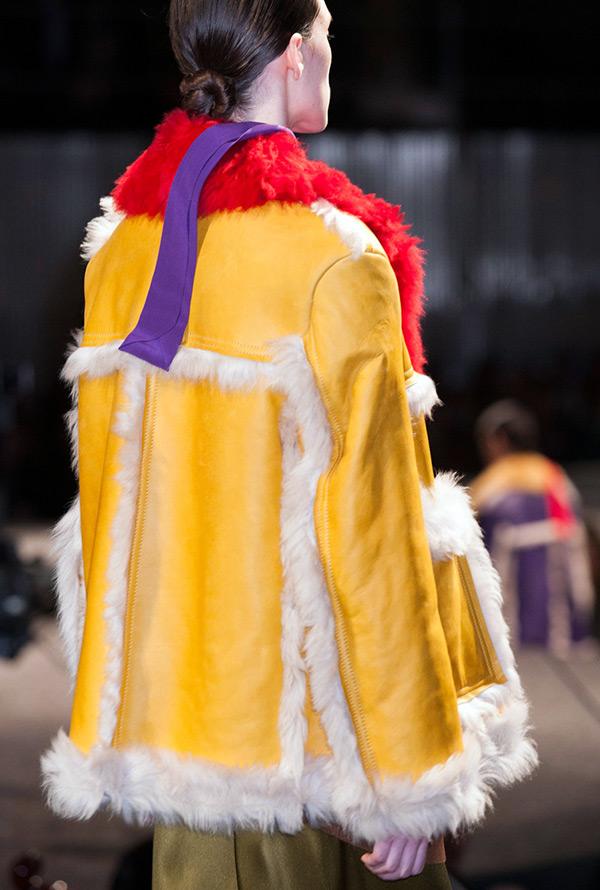 Модная женская дубленка