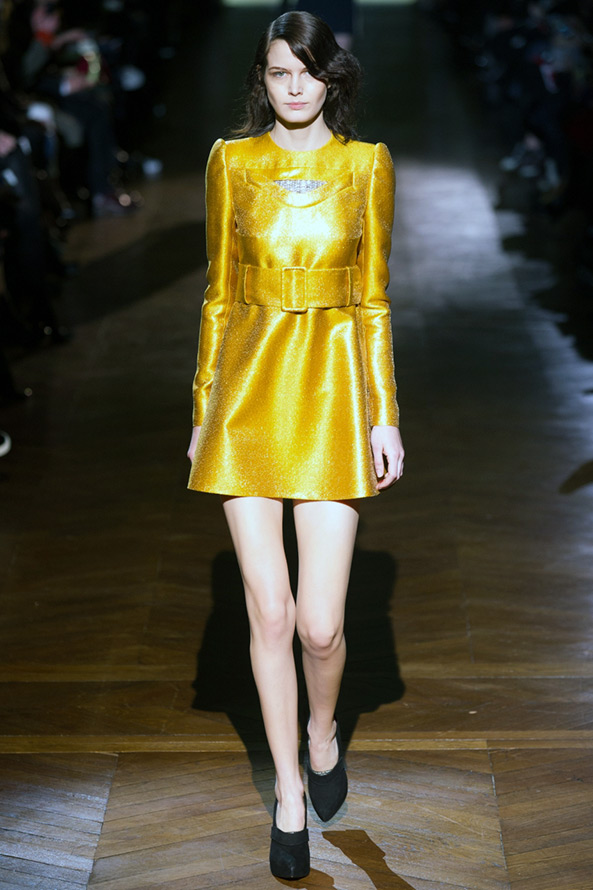 Желтое платье, фото