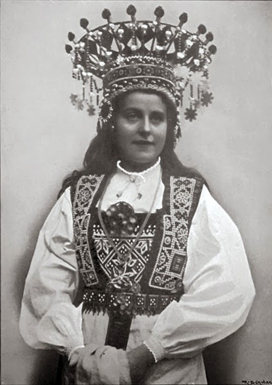 Невеста в традиционном костюме