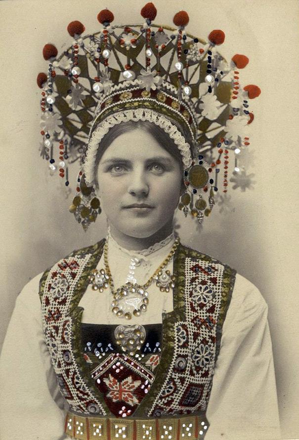 Корона и наряд невесты