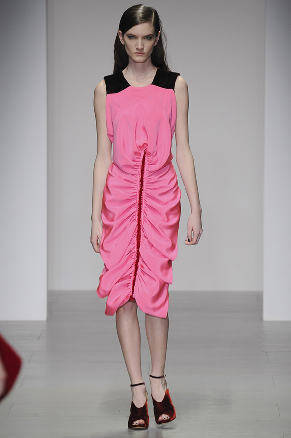Розовое платье осень-зима 14-15