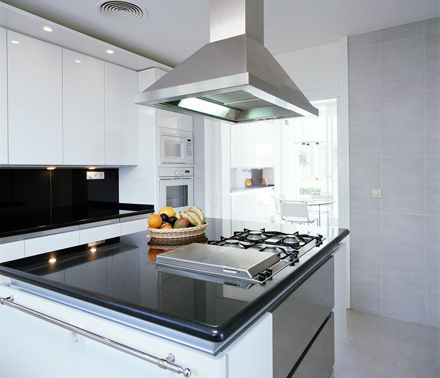 Кухонная плита с вытяжкой