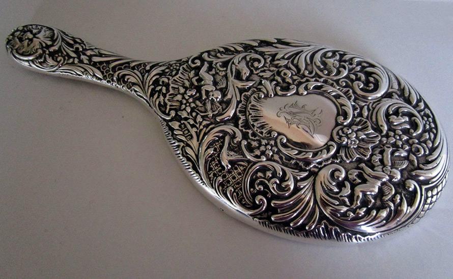 Винтажное зеркало в серебряной оправе