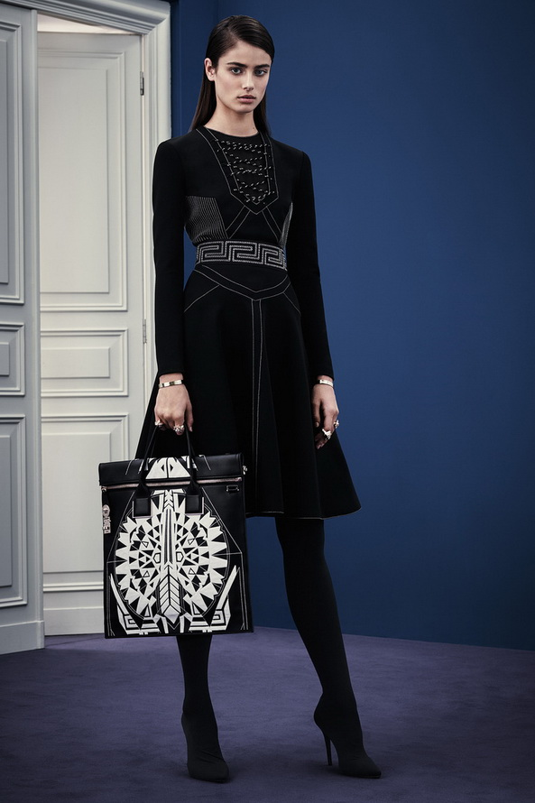 Межсезонная коллекция Versace Pre-Fall 2015