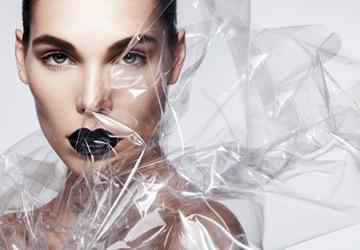 Пластик в моде весной и летом 2015