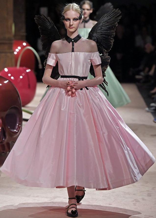 Розовое платье, фото