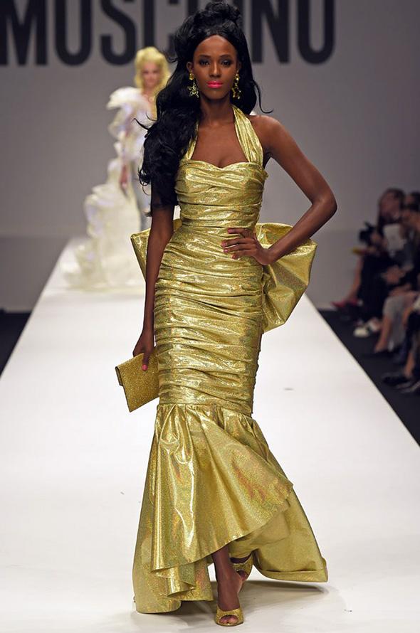 Золотое платье Moschino