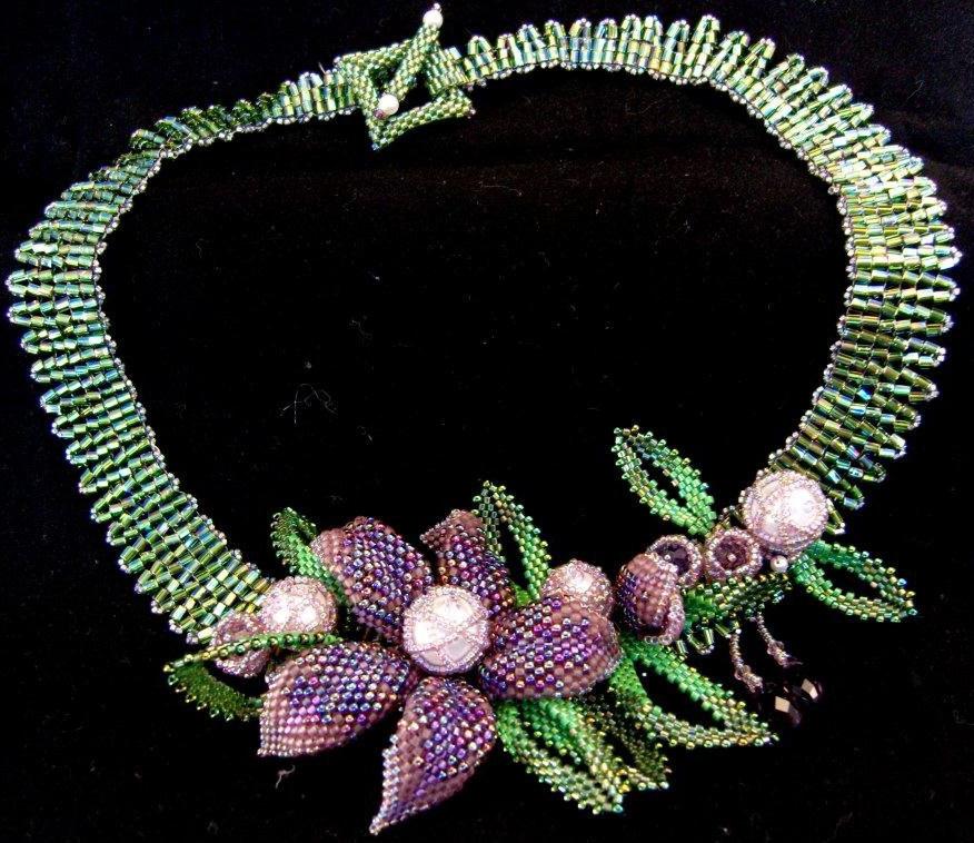 Роскошные ожерелья и колье из бисера