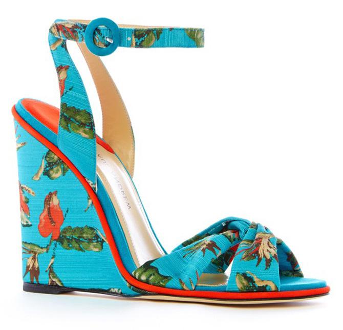 Модная женская обувь на танкетке 2019