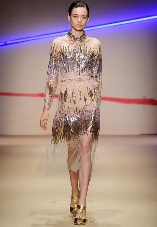 Платье с прозрачными элементами