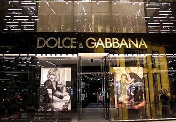 Влияние одежды модных брендов на первое впечатление