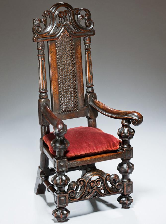 Старинное кресло для кукол