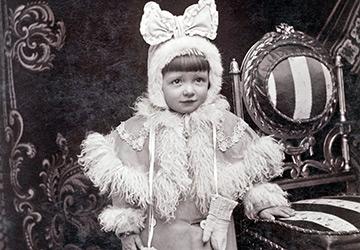Девочки и девушки на старинных фотографиях