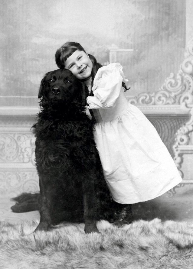 Девочка с собакой – старинное фото