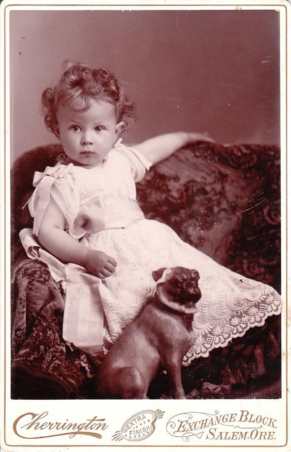 Старое фото – девочка с собачкой