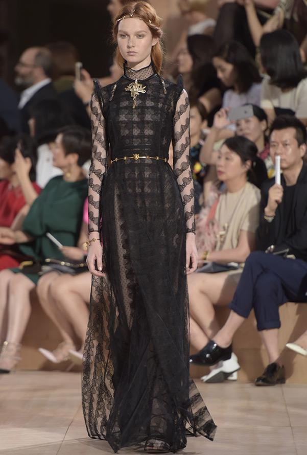 Черное платье Valentino