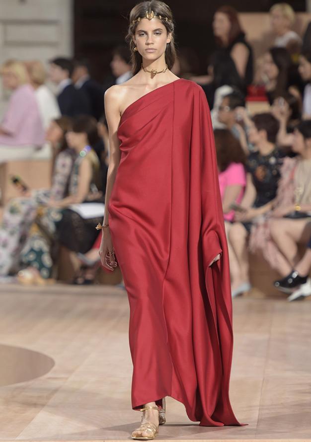 Красное платье Valentino