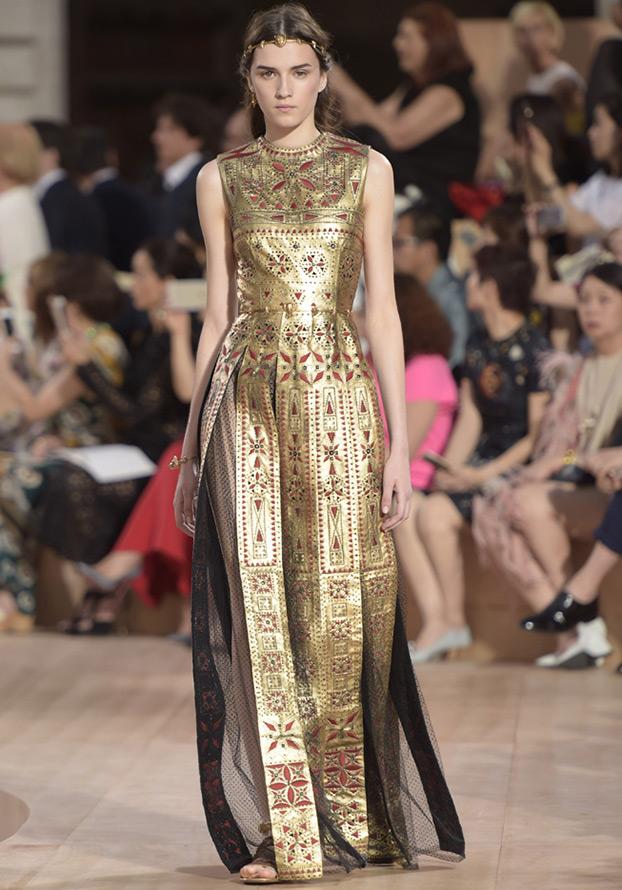 Золотое платье Valentino