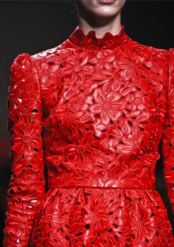 Платье красное кожаное платья от valentino